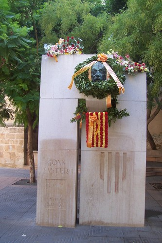 Monument A Joan Fuster